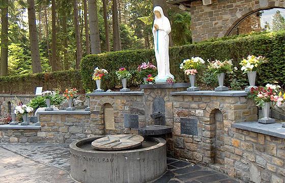 Manantial-Nuestra-Señora-de-los-pobres-Banneux-Bélgica-agua-más-rica-del-mundo