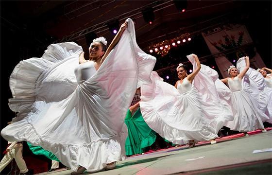 Platafroma-de-danza-Feria-Internacional-de-Chihuahua