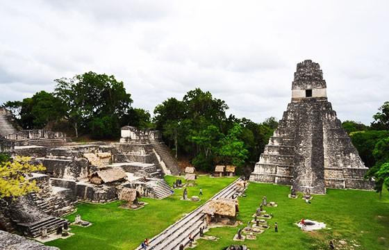 Vista de las Ruinas de Tikal Guatemala