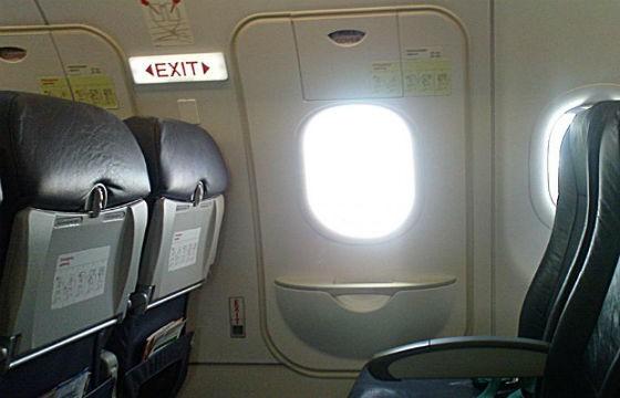 Puerta del avión no puede abrirse en el vuelo