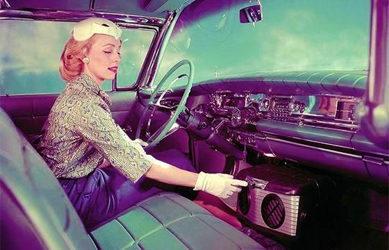 Evitar encender el aire acondicionado. Tips para ahorrar gasolina en tus viajes.