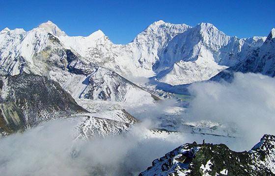 Montaña Makalu. Las montañas más altas del mundo.