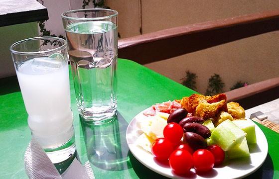 Ouzo, Grecia. 15 bebidas típicas de cada país.