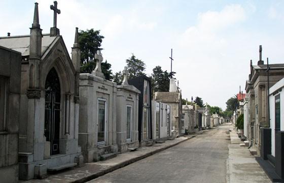 Panteón Español. 6 panteones famosos en México.