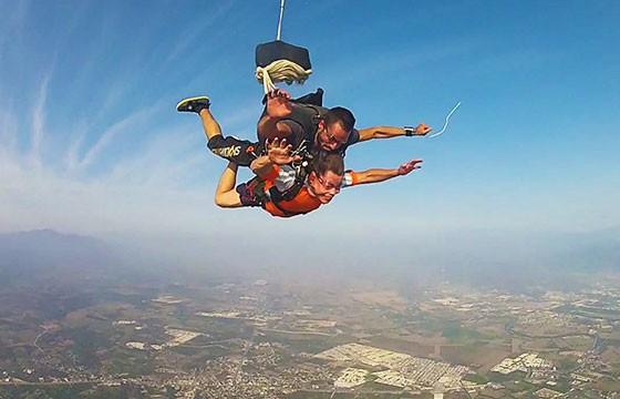 Paracaídas. Deportes de vacaciones.