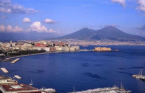 Vista de la Ciudad de Nápoles y el Monte Vesubio