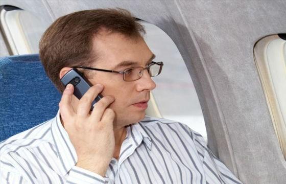 Peligro de usar dispositivos móviles en el avión