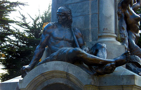 Escultura de la suerte el Pie del Indio en Chile