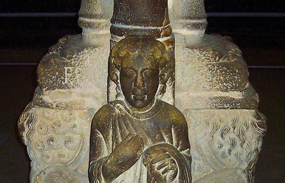 Vista de la escultura Santo Dos Croques en España