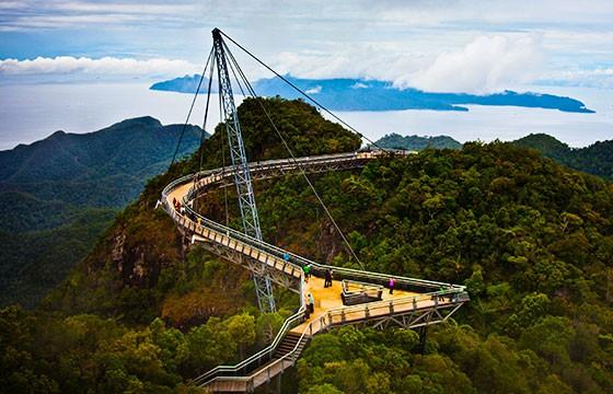 Vista del famoso puente Langkawi Sky en Malasia