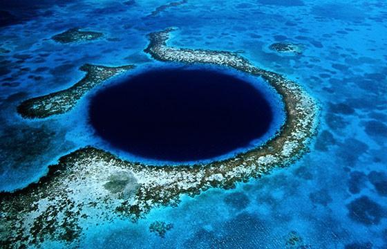 Hermoso paisaje del agujero azul en Belice