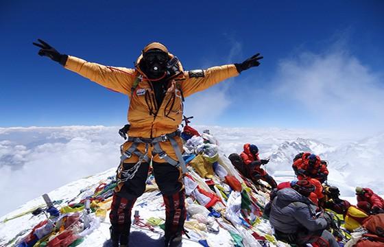 Escalar el Monte Everest. Experiencias únicas en el mundo que debes vivir.