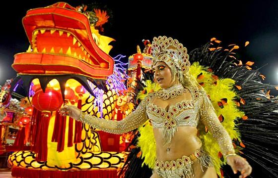 Ir al Carnaval de Río de Janeiro. Experiencias únicas en el mundo que debes vivir.