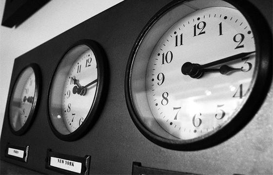 Adelántate al nuevo horario.
