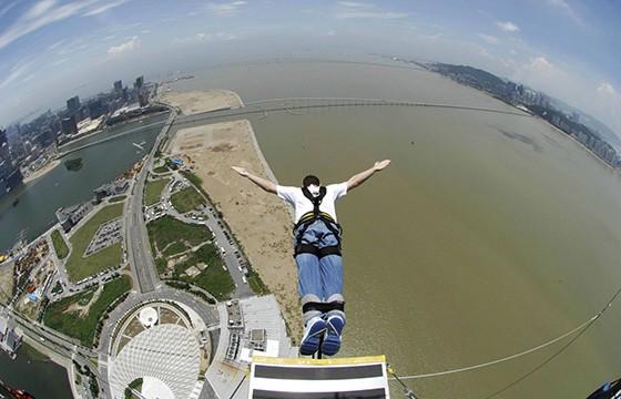 Saltar en Bungee en Macau Tower. Experiencias únicas en el mundo que debes vivir.
