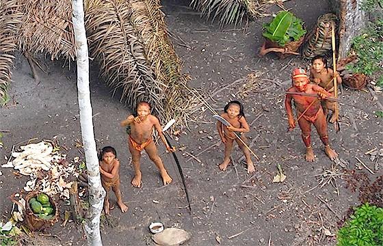 Sentineleses (Isla Sentinel del Norte, administrada por la India).