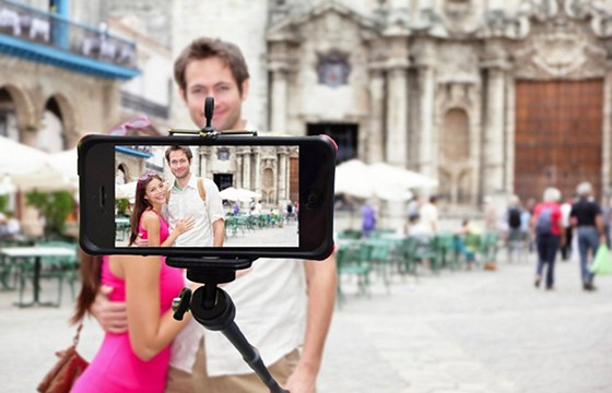 Utiliza un palo selfie. 10 tips para obtener las mejores selfies de viajes.