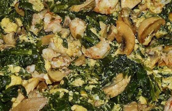 Revuelto de grelos, champiñones y langostinos-Editada-juantiagues-http://bit.ly/1XC7PbK-Flickr
