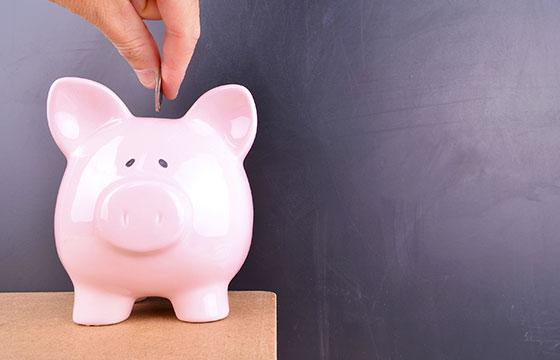 Ahorrar dinero en piggybank-s-c-s-Istock
