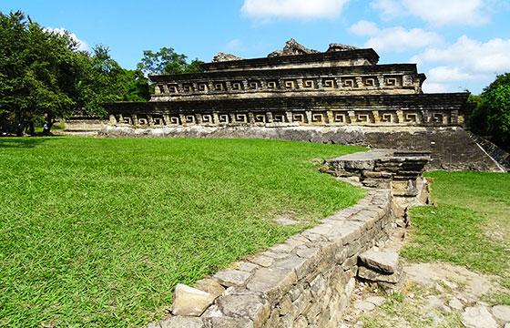 Architectural Detail - El Tajin Archaeological Site - Veracruz - Mexico - 15-Editada-http://bit.ly/1Uj38EI-Flickr