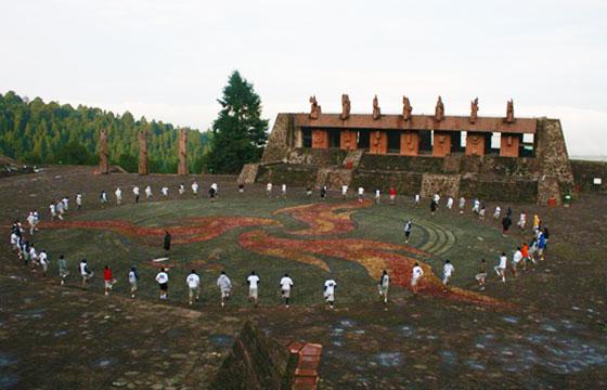 Cereminia en el centro ceremonial otomí