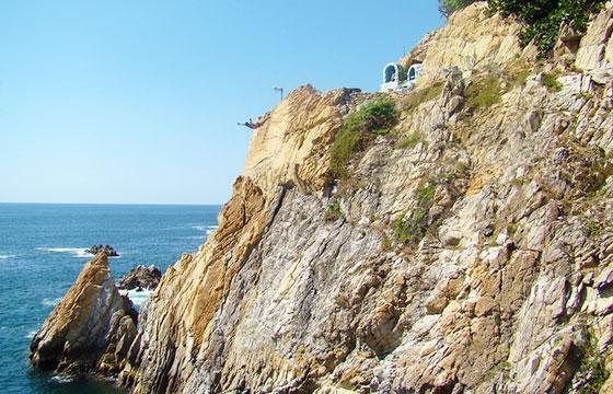 La Quebrada Acapulco-editada-Jorge Nava-Flickr http://bit.ly/1V6XxlH