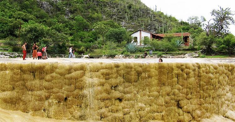 20120901 Hierve el Agua pool (wide)