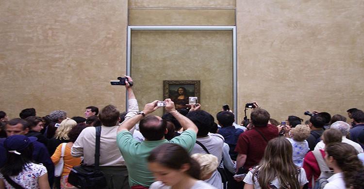 Mona Lisa de Leonardo da Vinci en el Museo del Louvre, París
