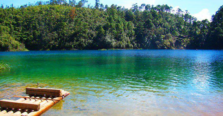 Paseando en balsa en el lago Pojoj (05)-Eduardo Robles Pacheco-Flickr