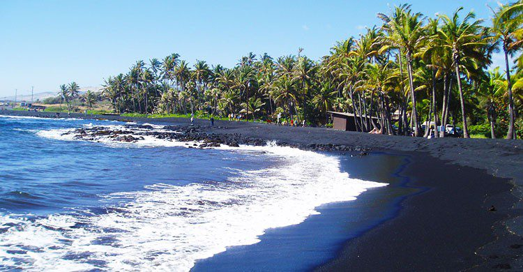 Punalu'u Black Sand Beach-Steve Cadman-Flickr