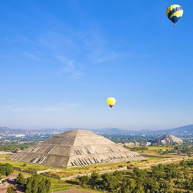 Feliz miercoles viajers! Nuestro lugar favorito de hoy es piramideshellip
