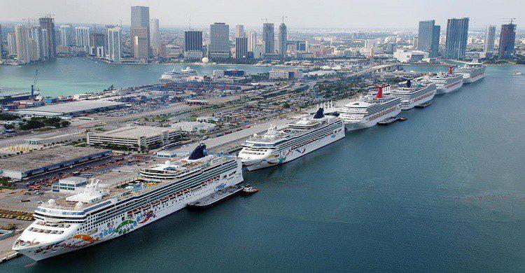 Cruceros anclados en el puerto