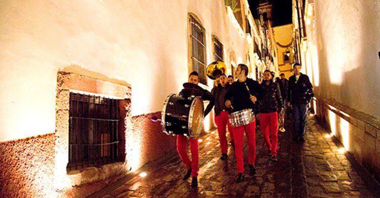 Banda por callejones de Zacatecas