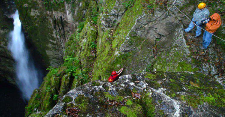 Vista de la cascada en popocatl