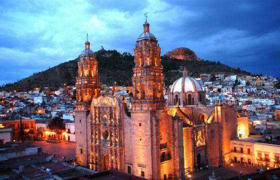 Vista de la impresionante Catedral de Zacatecas hecha con cantera rosa