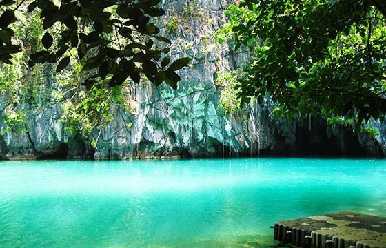 Vista del río subterráneo del Parque Nacional Puerto Princesa en Filipinas