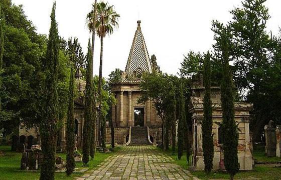 Panteón de Belén. 6 panteones famosos de México.