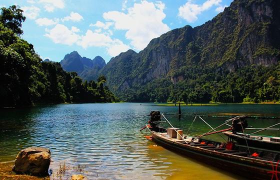 Vista del Parque Nacional Khao Sok en Tailandia