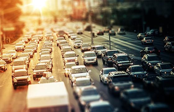 Recuerda que también puedes usar el frenar de motor. Tips para ahorrar gasolina en tus viajes.