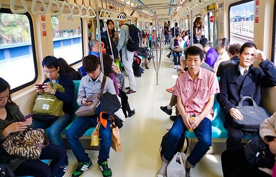 Saber costumbres. Tips para viajar en transporte público en el extranjero.