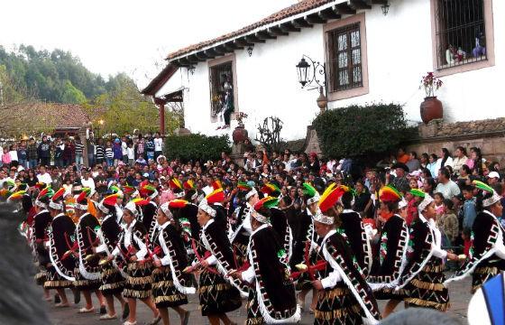 Tradicional desfile en Santa Clara. Feria del cobre, Michoacán.