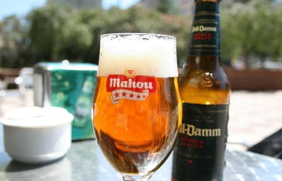 Voll Damm, España. Cervezas típicas de cada país que debes probar en tus viajes.