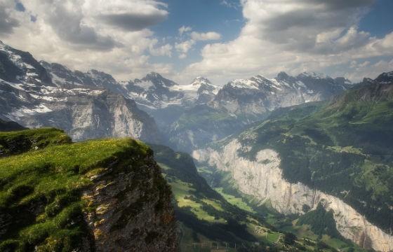 Vista de la Cadena Montañosa Los Alpes