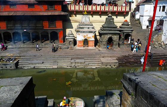 Vista del templo Pashupatinath en Nepal