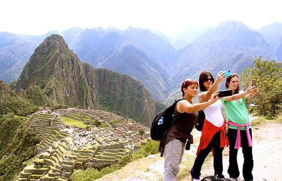 Busca un fondo bonito. 10 tips para obtener las mejores selfies de viajes.