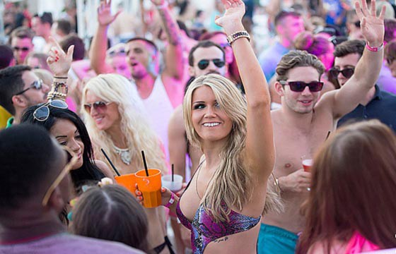 Ibiza, España. Playas para ir a bailar en el mundo.