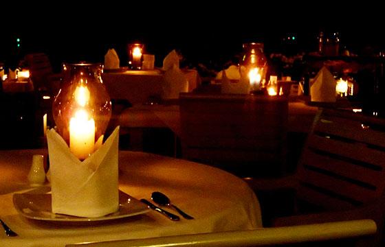 Romantic Dinner-Samantha Ombregt-Flickr
