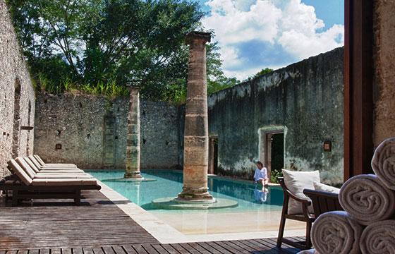 Relaxing by the Pool-Editada-Julie Edgley-http://bit.ly/1QRYl6v-Flickr