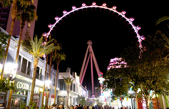 The High Roller at Night-Daniel Ramirez-Flickr