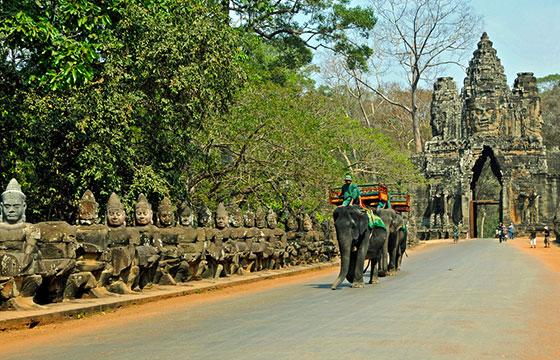 Cambodia-2407 - Angkor Thom Great City-Editada-Dennis Jarvis-http://bit.ly/1VYvBje-Flickr